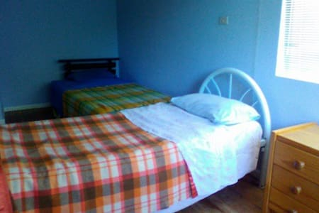 Single room in share house for up to 2 people - O'Connor - Casa