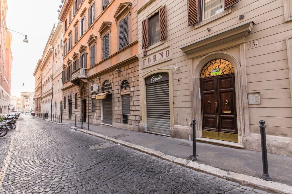 Barberini triton apartment loft in affitto a roma lazio for Affitto appartamento barberini roma