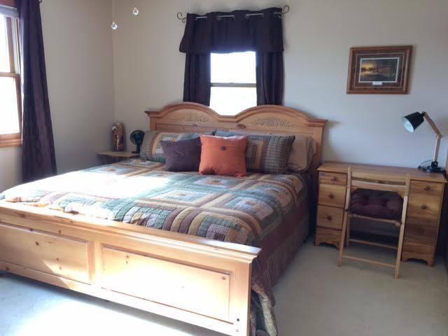 Master Bedroom - King Plush Pillow Top & Desk