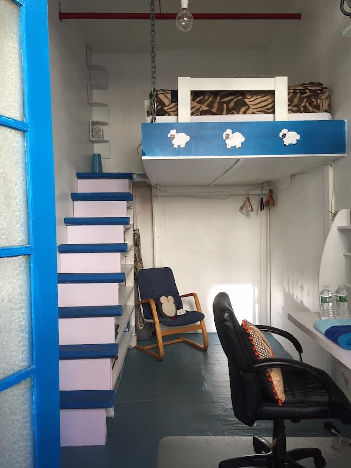 Quiet Guest room with loft bed