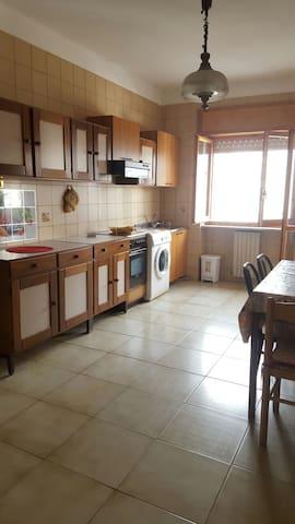 Ampia e comoda al centro di Rende - Quattromiglia - Apartment