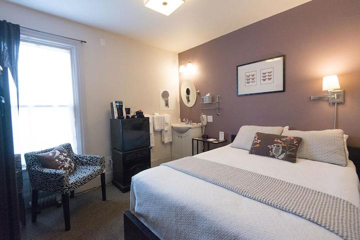 Chic European Style Mini-Suite Room in Portland-Camas