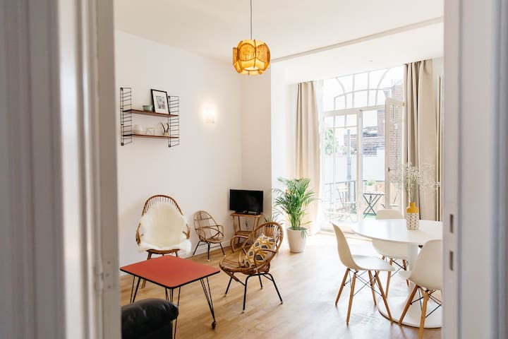 Bright apartment of 70m2 with terrace.