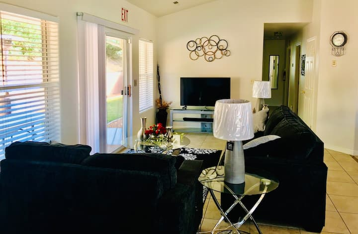 Zion gateway / close to restaurants and shopping