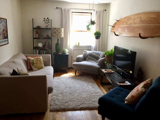Bright and Sunny Room in Williamsburg