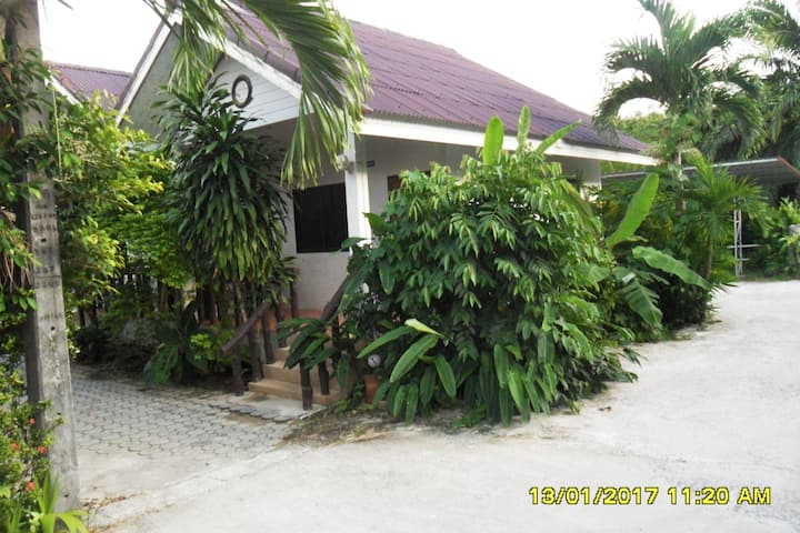 AONANG SR BUNGALOW /(A/C room)/KING SIZE BED (#3)