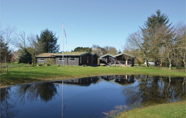 Holiday cottage with 4 bedrooms on 150 m² in Frøstrup