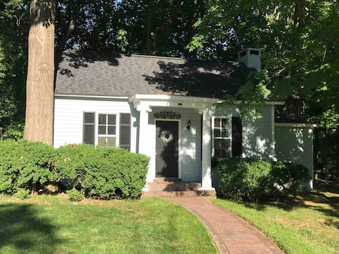 Newly Remodeled Cottage w/ King Bed 1m To Downtown