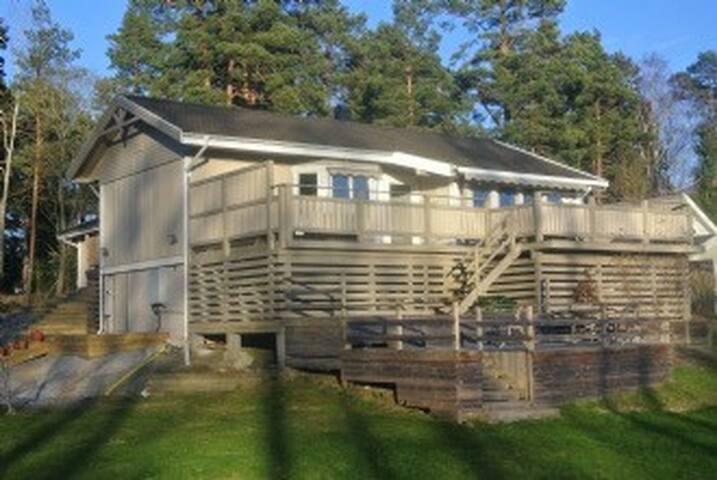 Sjönära villa i Stockholms skärgård - Gustavsberg - House