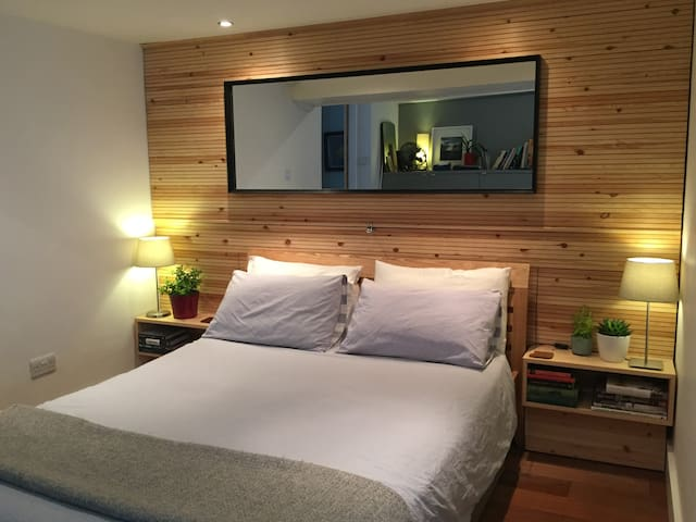 King size pocket sprung mattress in a cosy pine clad nook.  It is really quiet and combined with blackout blinds mean you should get a great nights sleep.