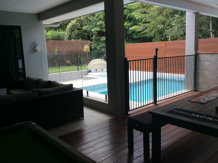 Cannonvale house 2 rooms available
