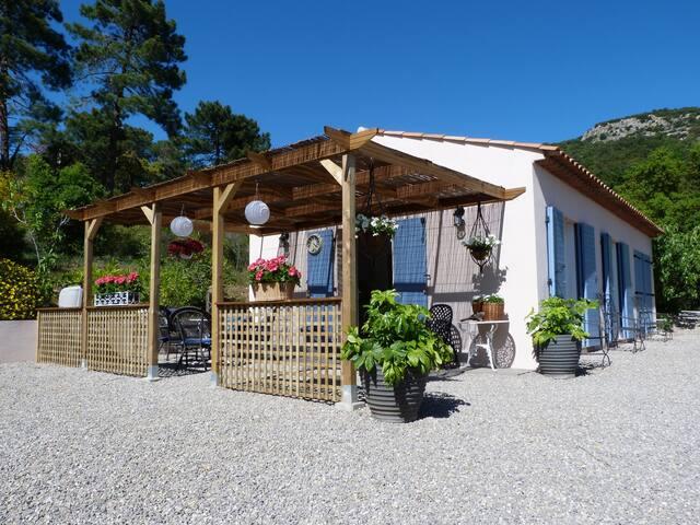 Charming bijoux cottage near St Tropez
