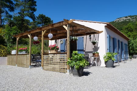 Charming bijoux cottage near St Tropez