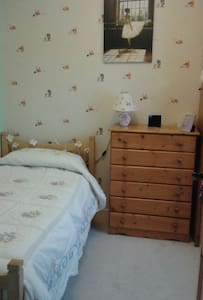 Single room in cosy, welcoming house. - Sligo