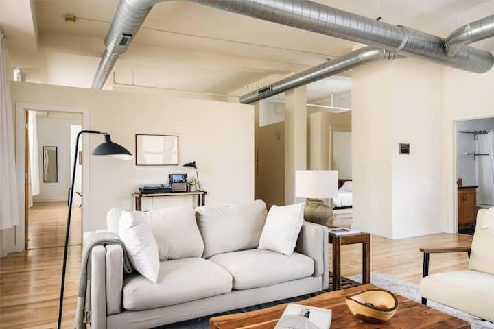 Arch, Dome, Dtown | Artsy Loft + Rooftop | Zencity