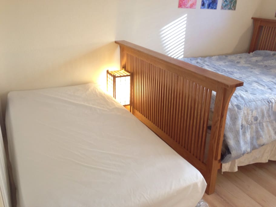 Three guests' setting for the small family travelers: Additional twin size bed can be added when there're three guests' booking.