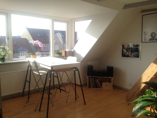 City center: Bohemian 2-room with a beautiful view