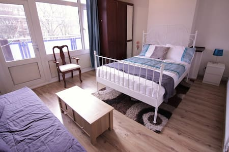 (KING-A)PRIVATE ROOM FOR 4 PPL IN BRICK LANE - London