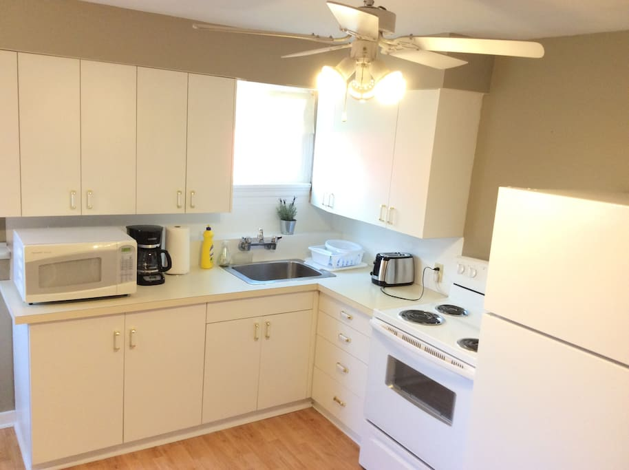 Fully equipped kitchen (brand new stove, fridge, coffee maker, toaster)