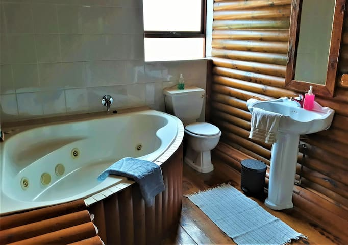 Main En-Suite Bathroom with Jetted Spa Bath & Shower