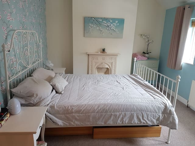 Spacious Ensuite King room in Bedminster