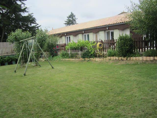 Belle Maison avec piscine privée: vue sur prairies