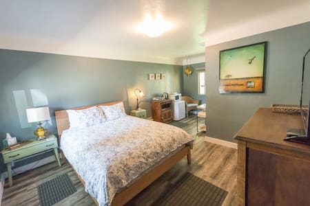 Bird Room - Bandon Wayside Motel + RV