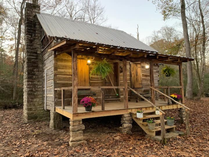Creekside Cabin Getaway - 10 Miles from Downtown