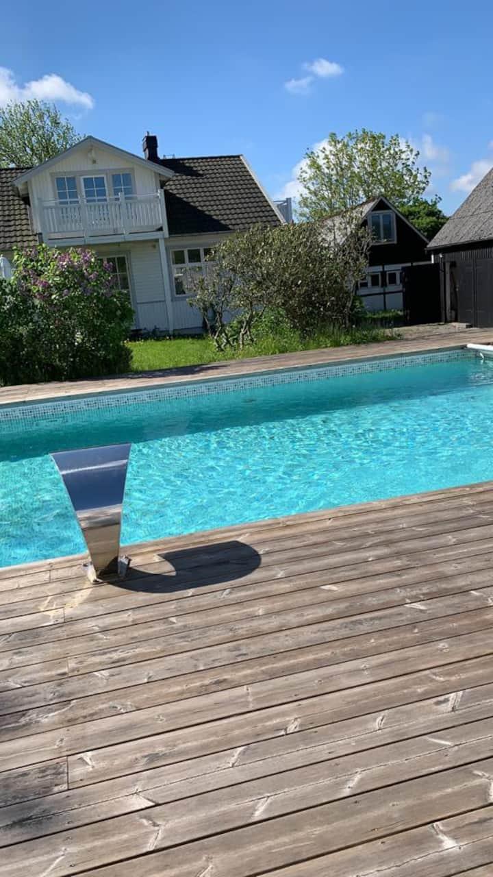 Charmig villa med lyxig pool i Båstad