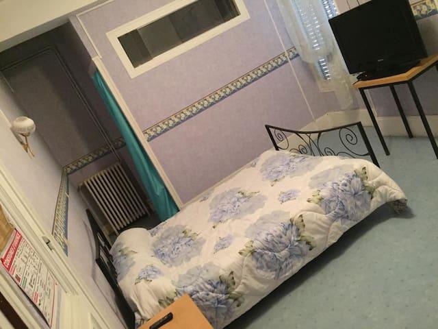 Chambre 2 personnes - Saint-Pourçain-sur-Sioule - Apartment