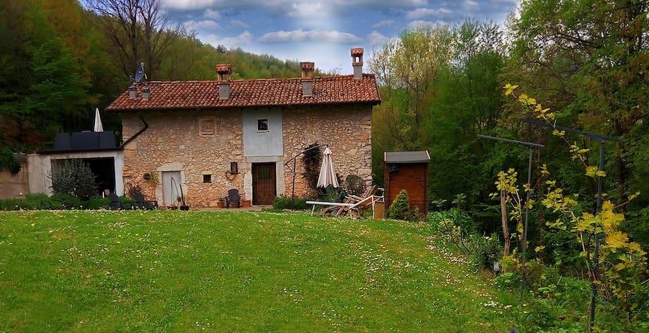 ANTICO FIENILE 1600 | LAGO DI GARDA - Serle - บ้าน