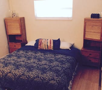 Room near downtown & airport - Maison