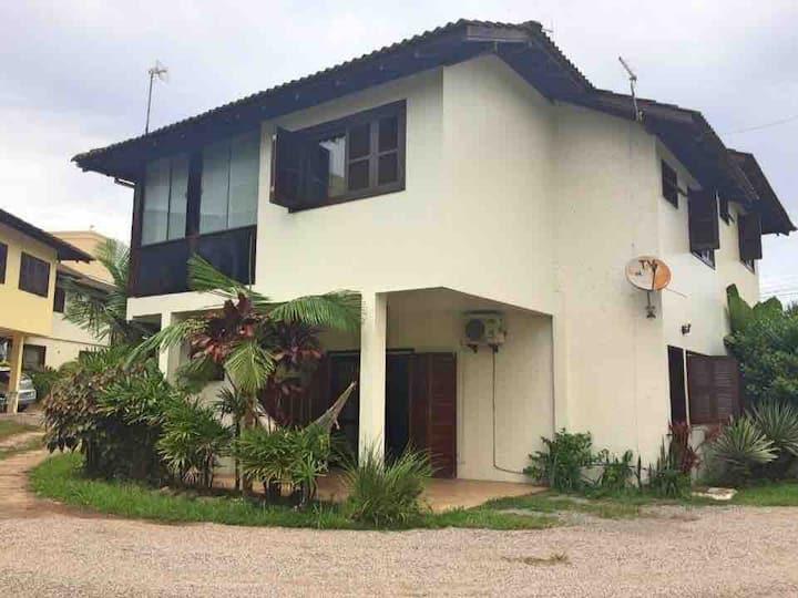 Bela casa no Morrinhos com excelente localização!