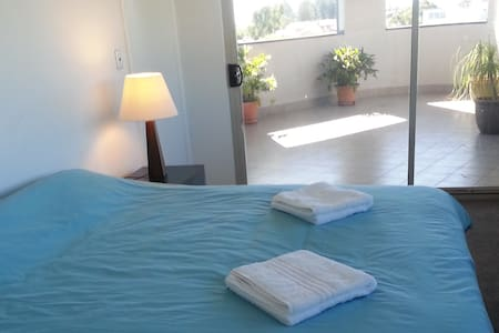 Great location,huge king size bedroom with ensuite - Fremantle