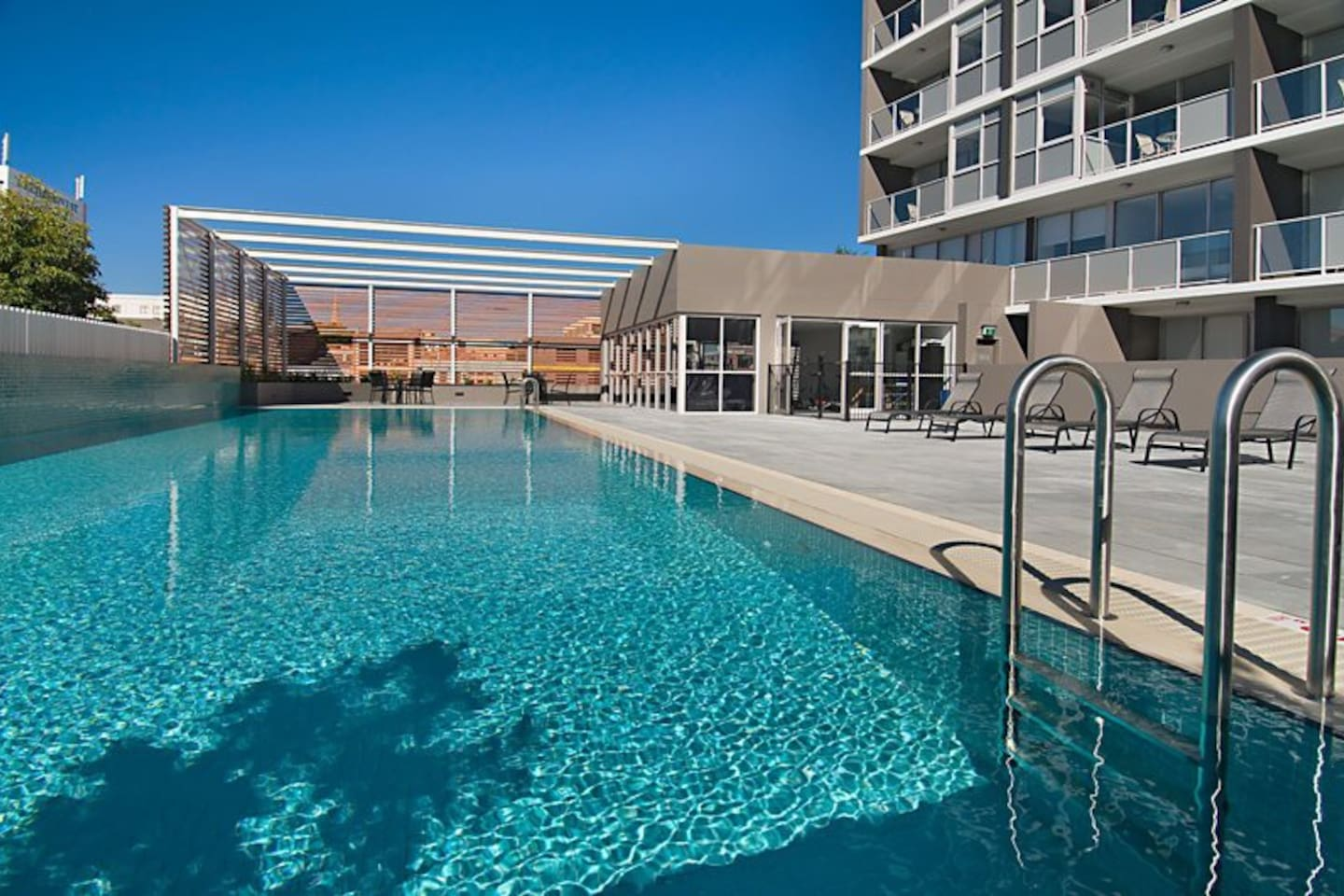 Honeysuckle Executive Apartments - Relax in the centre of Newcastle.