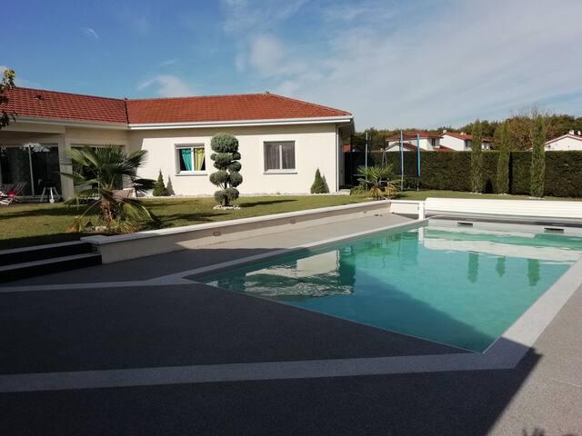 Villa  moderne avec piscine au pied du Vercors
