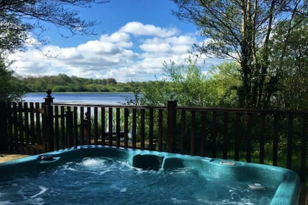 Luxury Lodge Fieldfare, hottub, sleeps 2 near Lake District & Carlisle