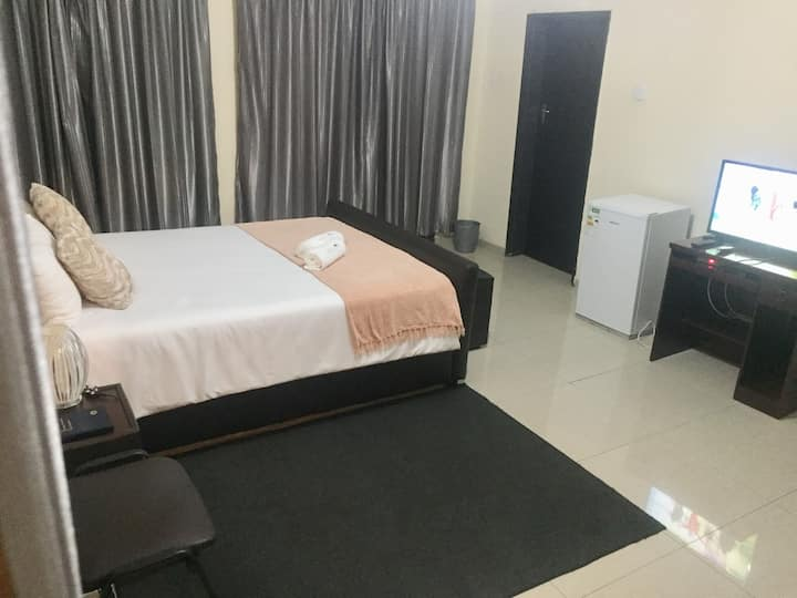 2 Rooms available in Hillside Location