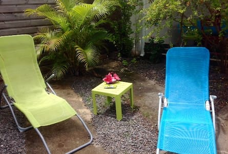 COSY HOME, 200m FROM THE BEACH - Terre Sainte