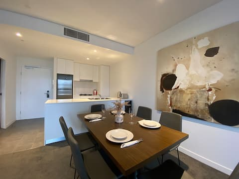Modern two bedroom Apartment in Chatswood !