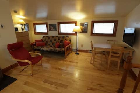 Apartment, King Bed, Double Futon Sofa, Kitchen