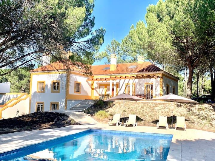 Villa em aldeamento turístico -18km praia comporta