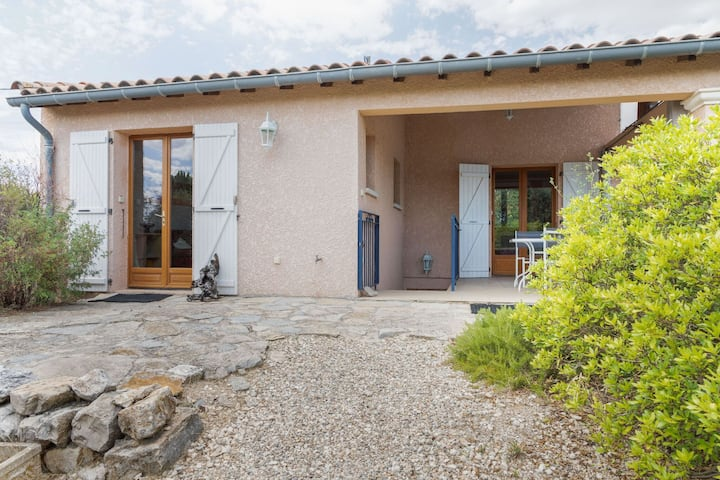 Modern Holiday Home in Antignargues with Fenced Garden