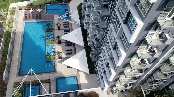 Mactan Newton Condo-WIFI/POOL/GYM