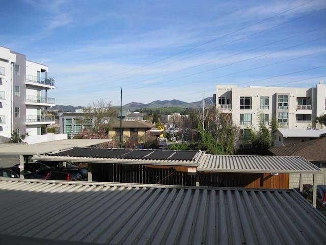 Downtown Walnut Creek 3 bdr condo 2 block to Bart