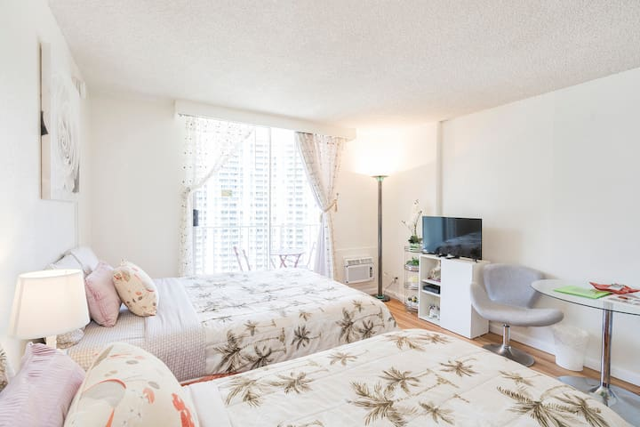 Elegant Waikiki Condo w/ View and Parking!