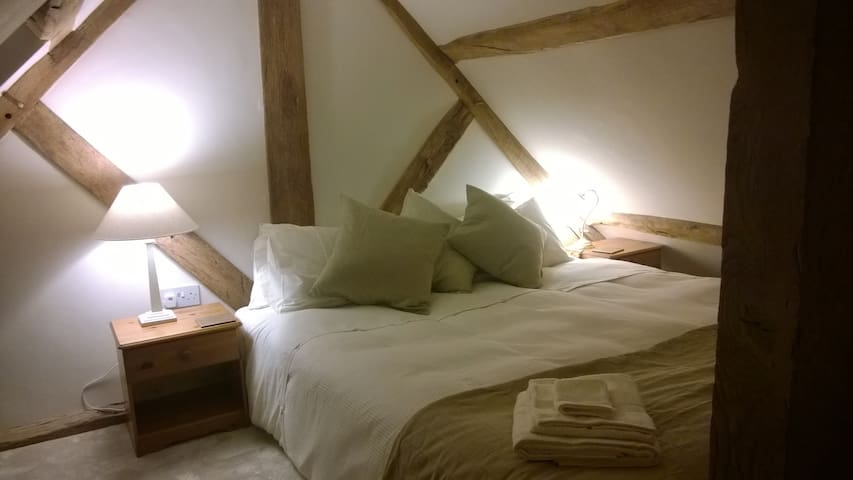 Delightful Apple Loft near Ludlow
