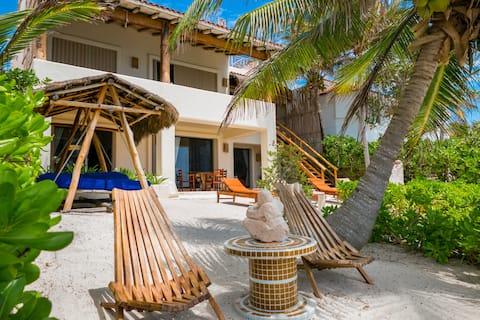 Akumal Sunrise-Beachfront-Private Rooftop Pool!