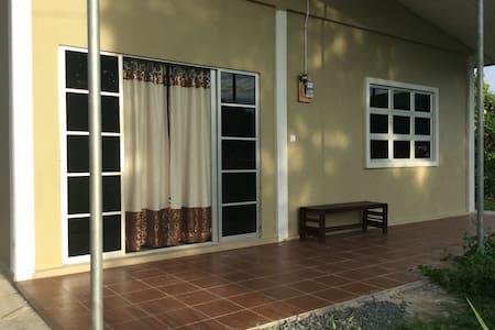 De Bambangan Homestay - Papar - Casa