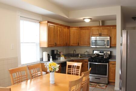 3/ 1  Newly Renovated, In the Heart of the City!